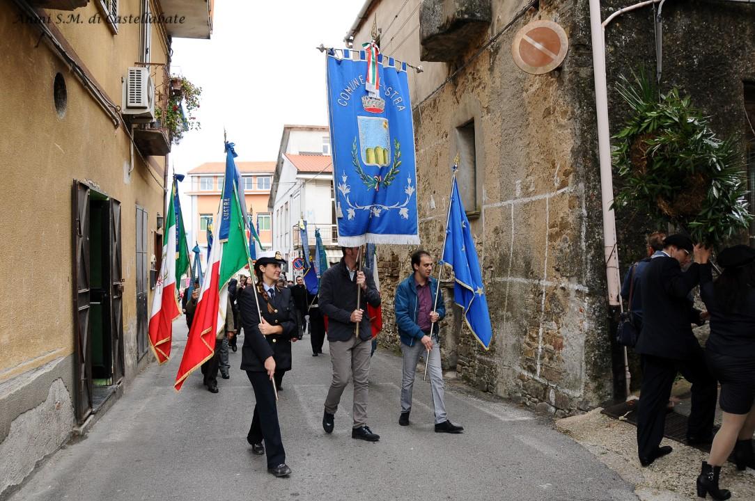 8 novembre lustra bandiere